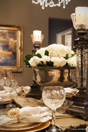 Dining room table with Christmas decorations